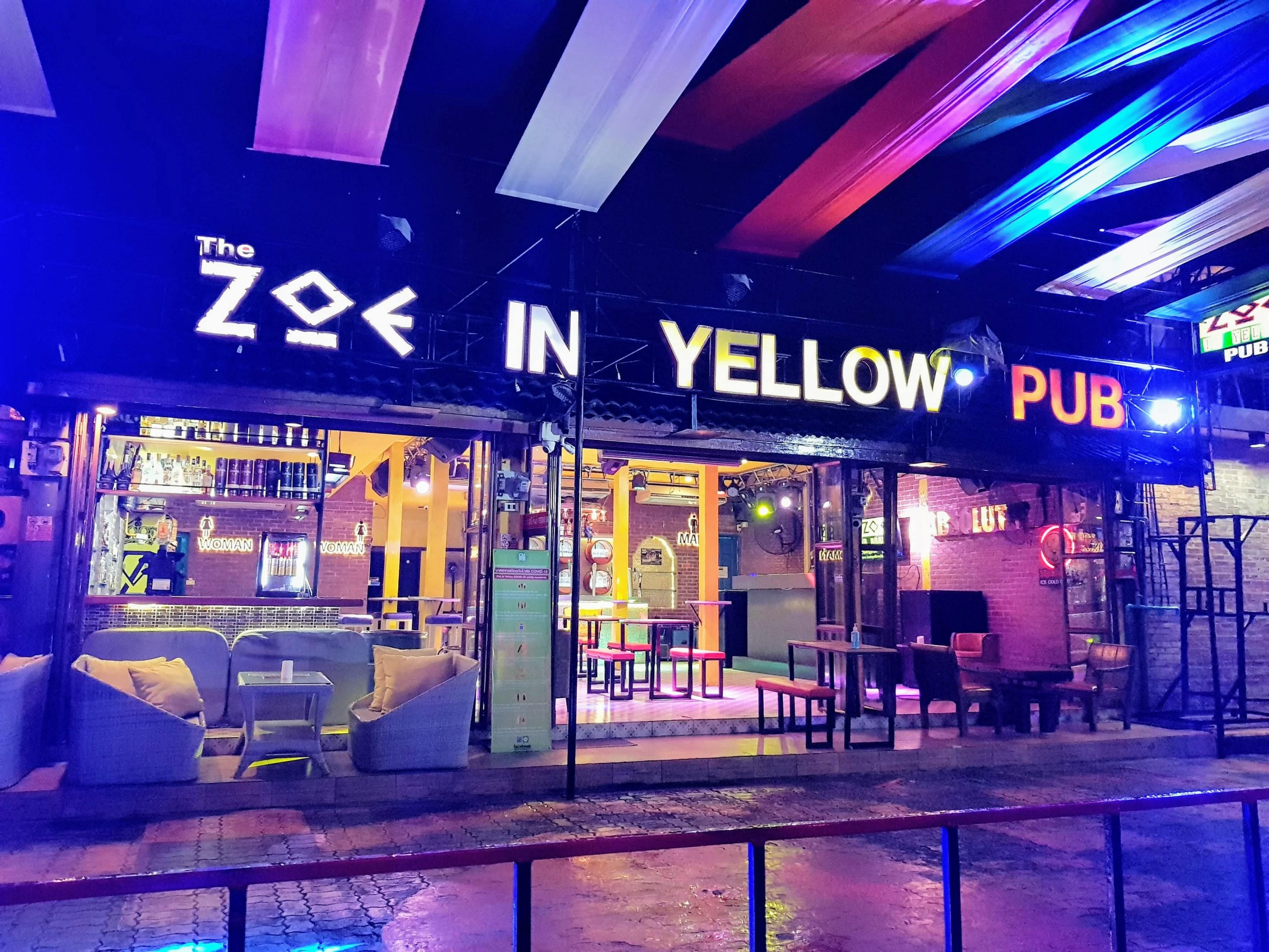 opening night at Zoe in Yellow